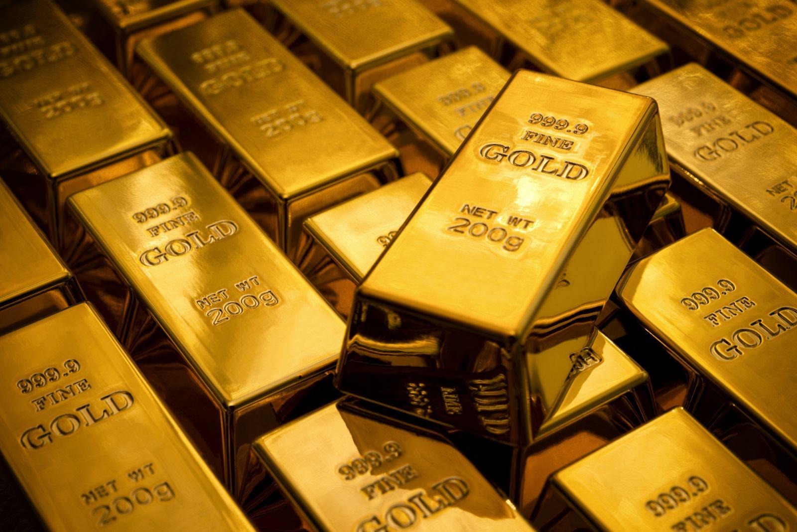 Золото дешевеет на укреплении USD